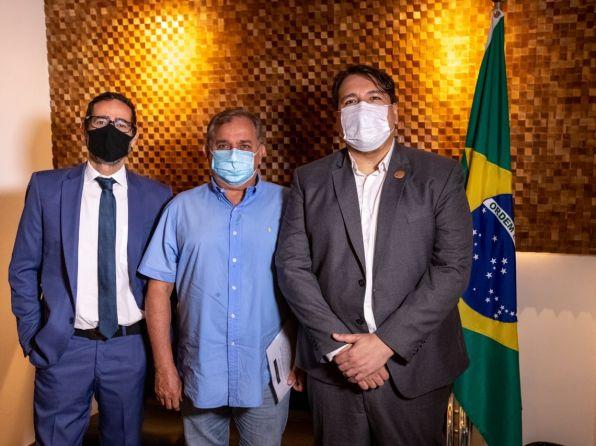Senador Izalci Lucas (PSDB-DF) visita nova sede do Sinagências